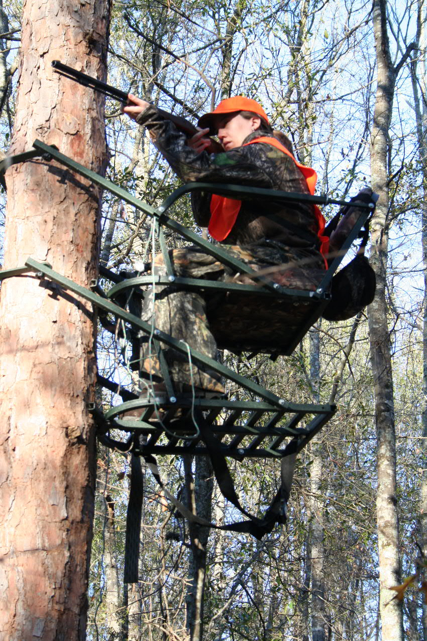 Tree lounge tree stands approved backyard deer hunting for Climbing tree stand plans